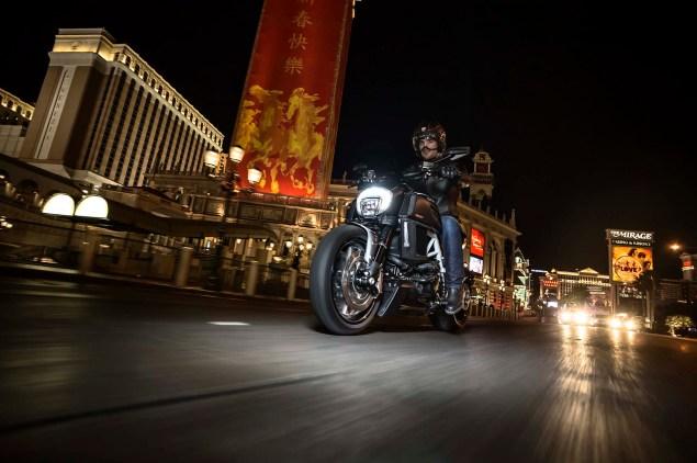 2014-Ducati-Diavel-Carbon-39