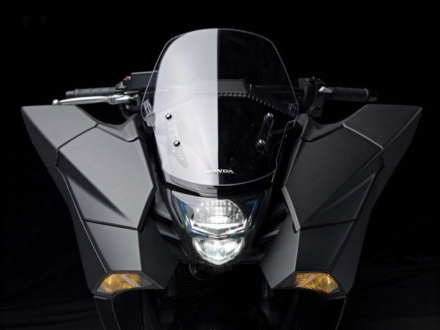 2014-Honda-NM4-Vultus-16