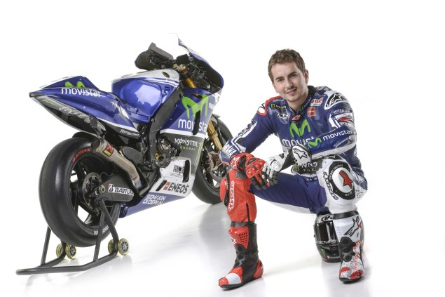 2014-Movistar-Yamaha-MotoGP-livery-12