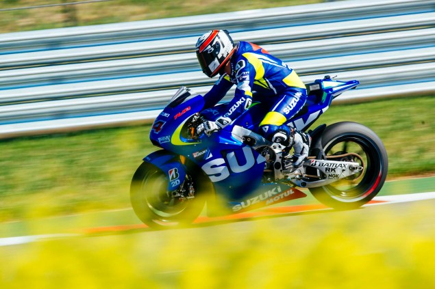 Kevin-Schwantz-Randy-de-Puniet-Suzuki-XRH-1-MotoGP-COTA-test-15