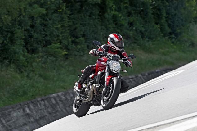 2015-Ducati-Monster-821-01