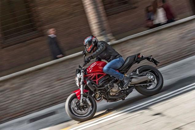 2015-Ducati-Monster-821-04