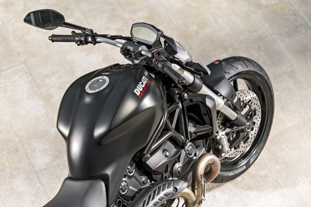 2015-Ducati-Monster-821-06