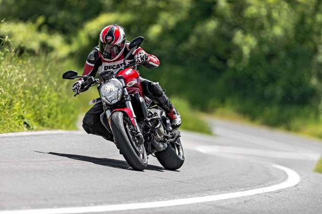 2015-Ducati-Monster-821-102
