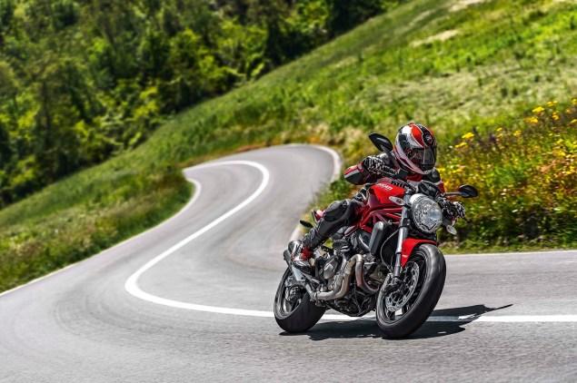 2015-Ducati-Monster-821-105