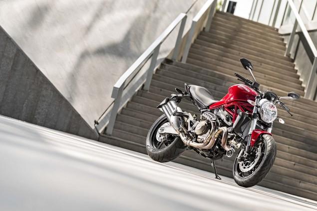 2015-Ducati-Monster-821-36