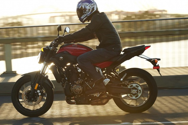 2015-Yamaha-FZ-07-action-11