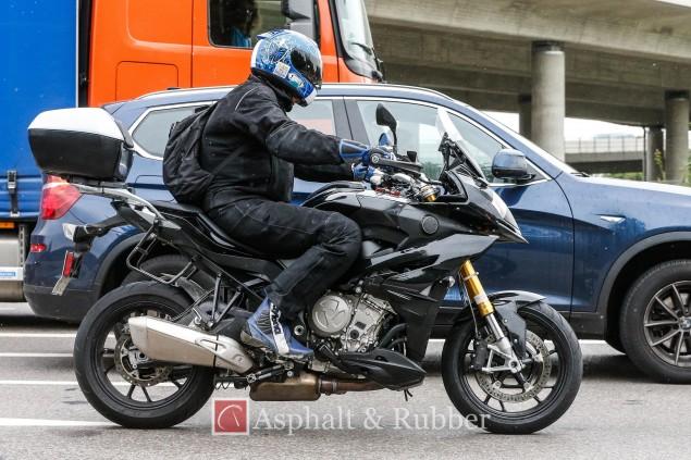 2015-BMW-S1000XR-spy-photos-01