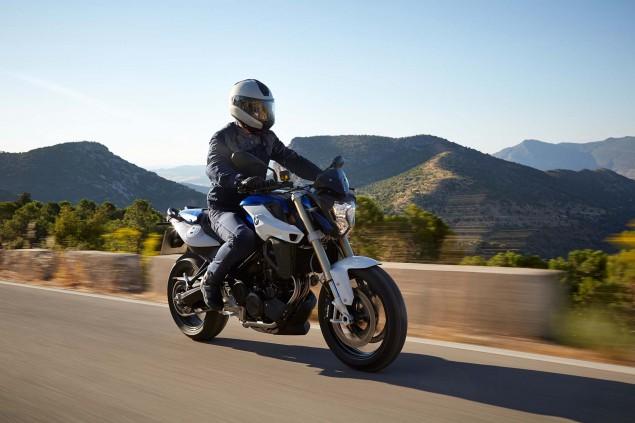 2015-BMW-F800R-action-45