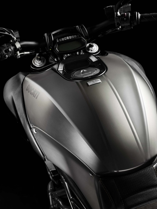 2015-Ducati-Diavel-Titanium-02