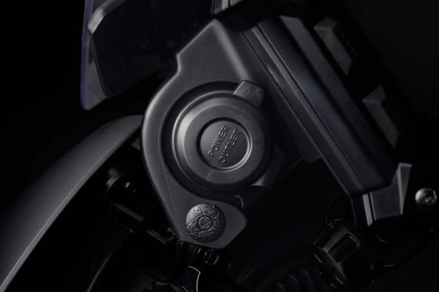 2015-Yamaha-FJ-09-MT-09-Tracer-10