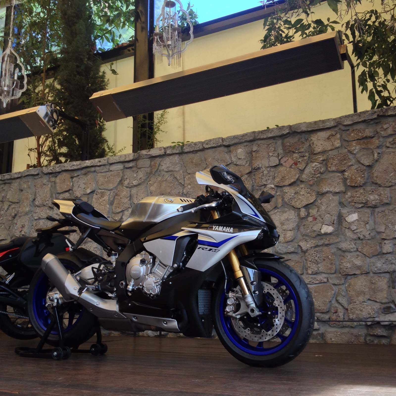 Here are the First Photos of the 2015 Yamaha YZF-R1 - Asphalt & Rubber