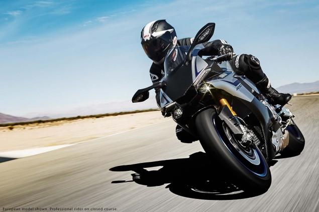2015-Yamaha-YZF-R1M-17