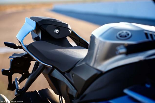2015-Yamaha-YZF-R1M-28