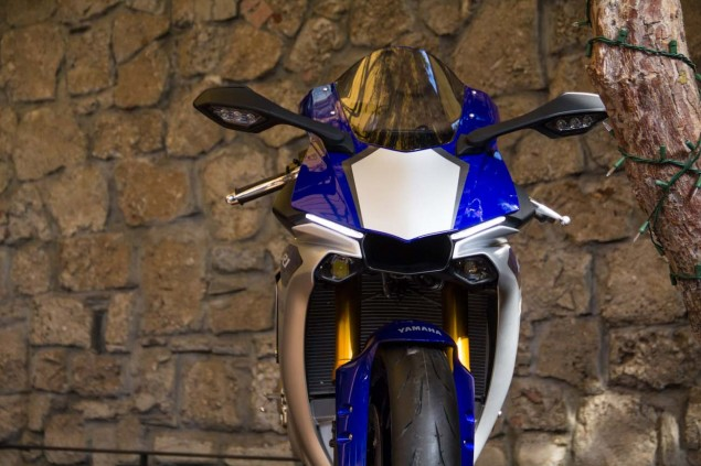 2015-Yamaha-YZF-R1M-up-close-Alicia-Mariah-Elfving-02