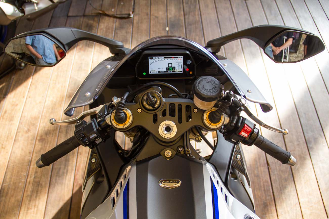up close with the 2015 yamaha yzf r1m asphalt rubber