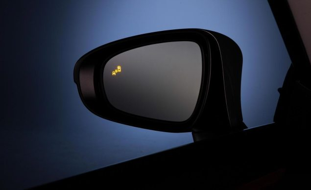 blind-spot-monitor-car-mirror