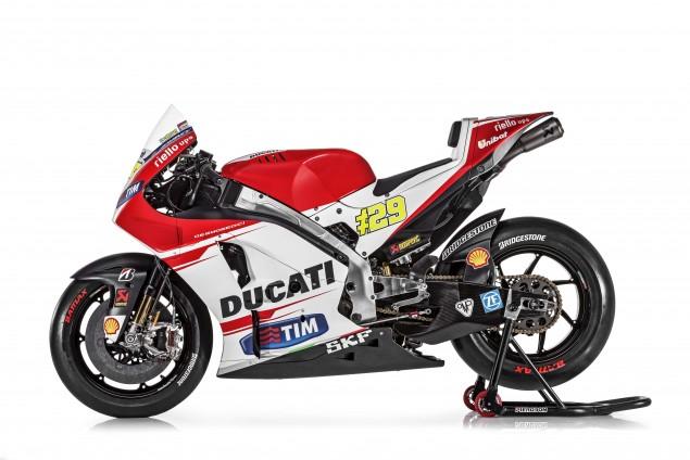 2015-Ducati-Desmosedici-GP15-MotoGP-Andrea-Iannone-11