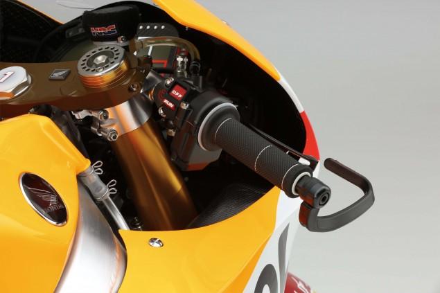 2015-Honda-RC213V-Marc-Marquez-HRC-huge-21