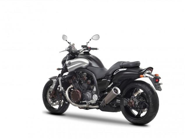 Yamaha-VMAX-Carbon-studio-03
