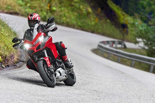 2015-Ducati-Multistrada-1200-S-action03