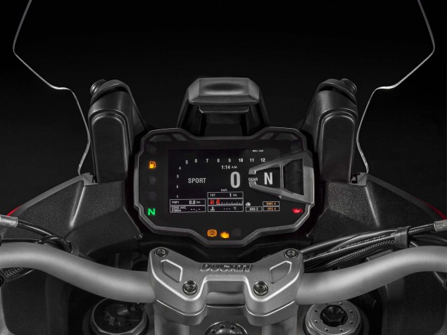 2015-Ducati-Multistrada-1200-S-static-02
