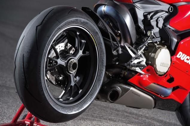 2015-Ducati-Panigale-R-01