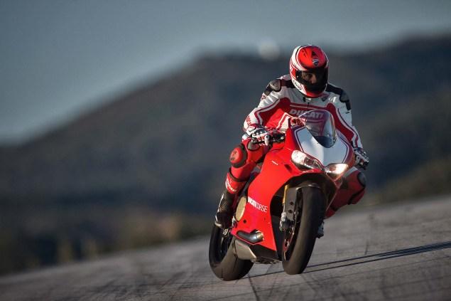 2015-Ducati-Panigale-R-16