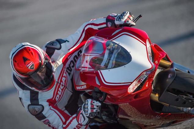 2015-Ducati-Panigale-R-18