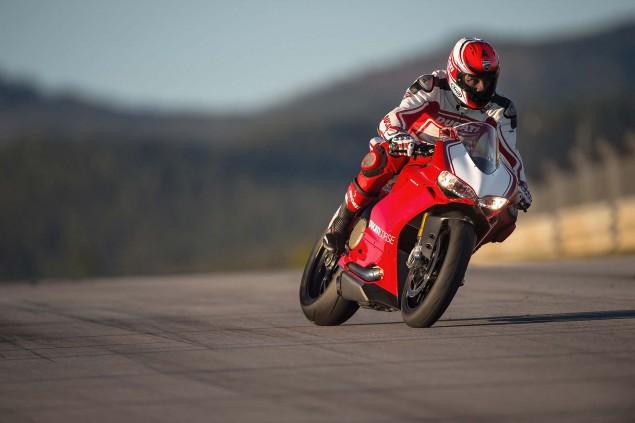2015-Ducati-Panigale-R-27