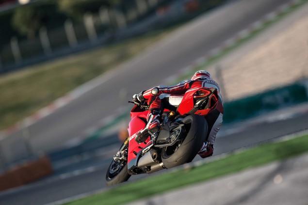 2015-Ducati-Panigale-R-33