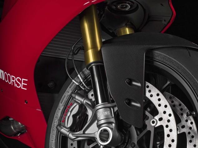 2015-Ducati-Panigale-R-35