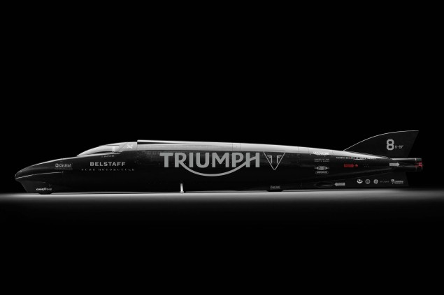 2015-Triumph-Rocket-III-Streamliner-Bonneville-Guy-Martin-02