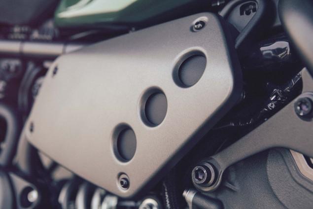 2016-Yamaha-XSR700-Details-17
