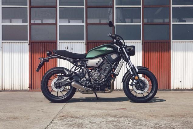 2016-Yamaha-XSR700-Static-01