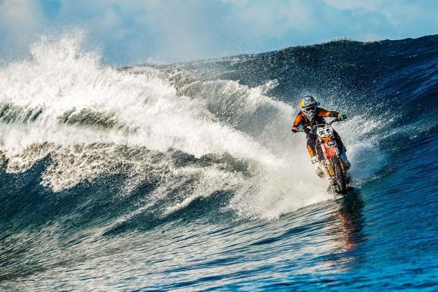 Robbie-Maddison-surf-wave-dirt-bike-DC-Shoes-10