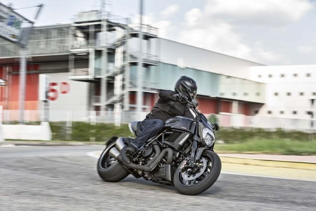 2016-Ducati-Diavel-Carbon-11