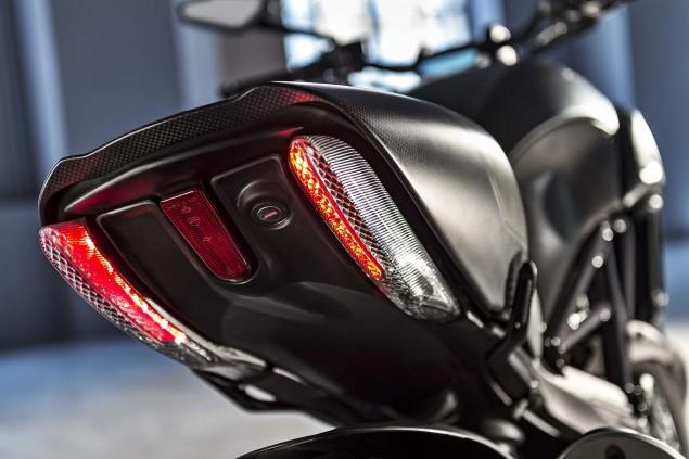 2016-Ducati-Diavel-Carbon-28