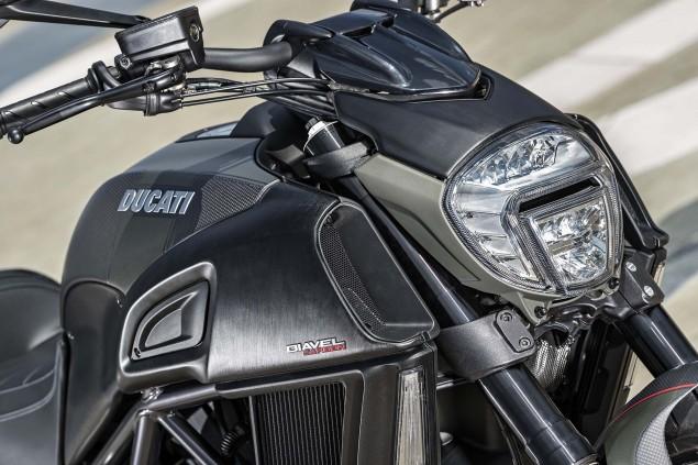 2016-Ducati-Diavel-Carbon-30