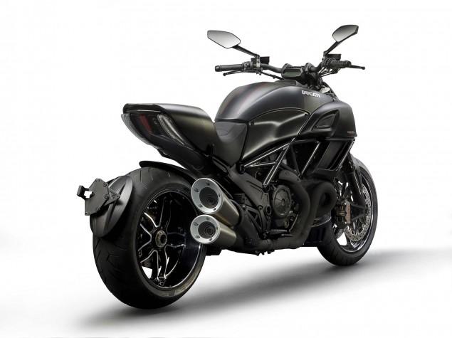 2016-Ducati-Diavel-Carbon-51