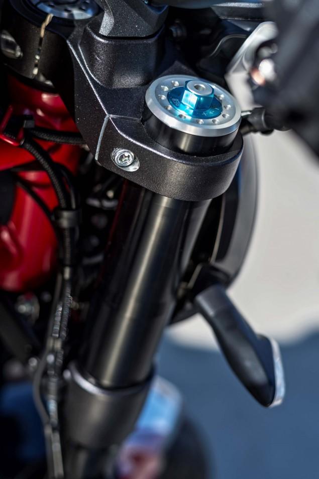 2016-Ducati-Monster-1200-R-still-09