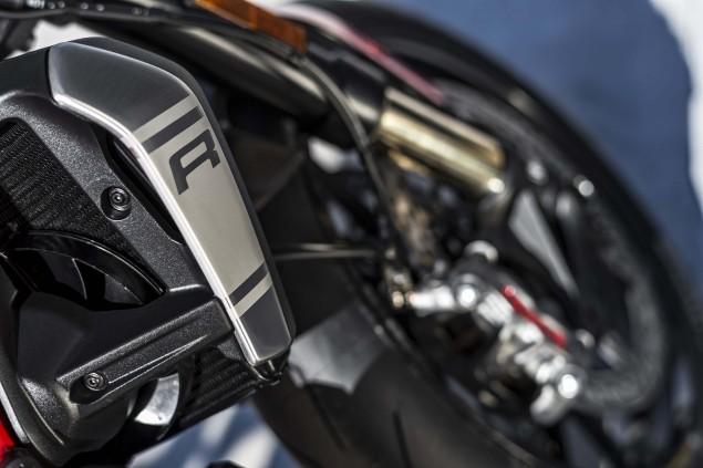 2016-Ducati-Monster-1200-R-still-10