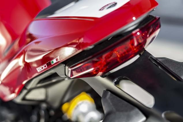 2016-Ducati-Monster-1200-R-still-13