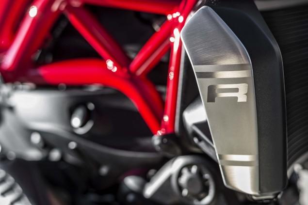 2016-Ducati-Monster-1200-R-still-15