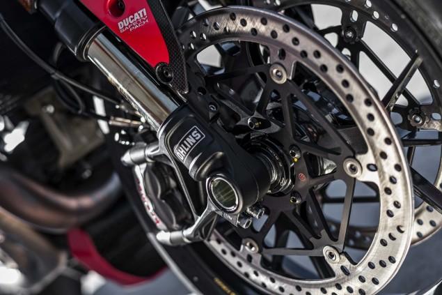 2016-Ducati-Monster-1200-R-still-16