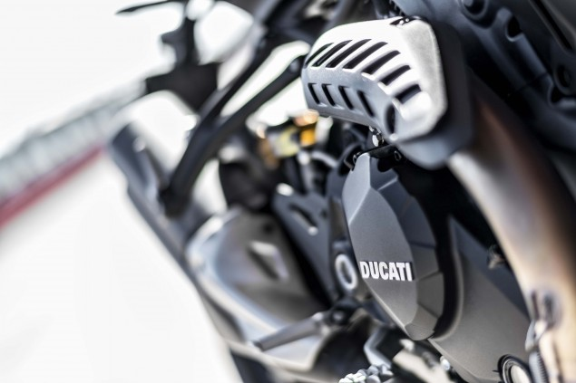 2016-Ducati-Monster-1200-R-still-20
