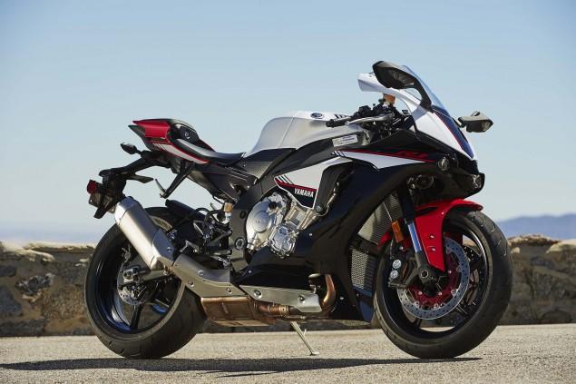 2016-Yamaha-R1S-action-17