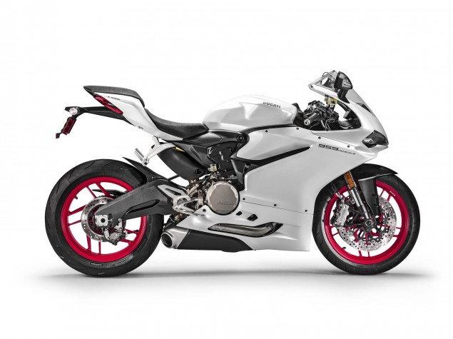 2016-Ducati-959-Panigale-USA-model-03
