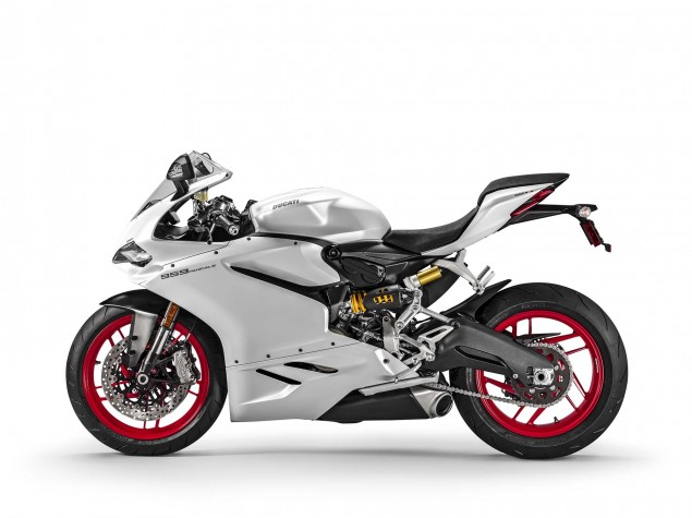 2016-Ducati-959-Panigale-USA-model-05