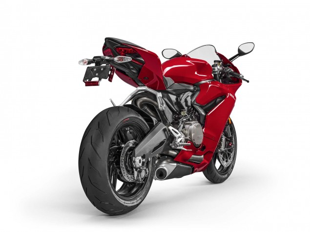 2016-Ducati-959-Panigale-USA-model-11